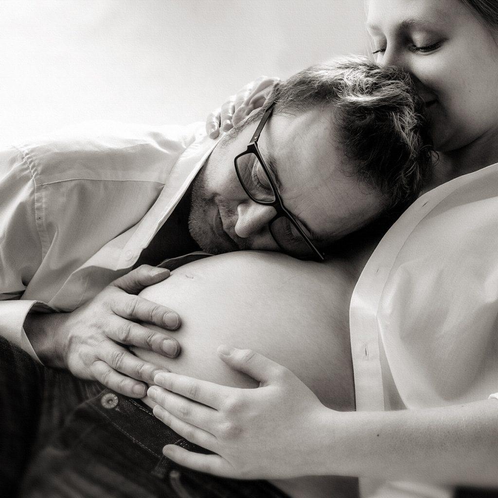 Eltern mit Babybauch
