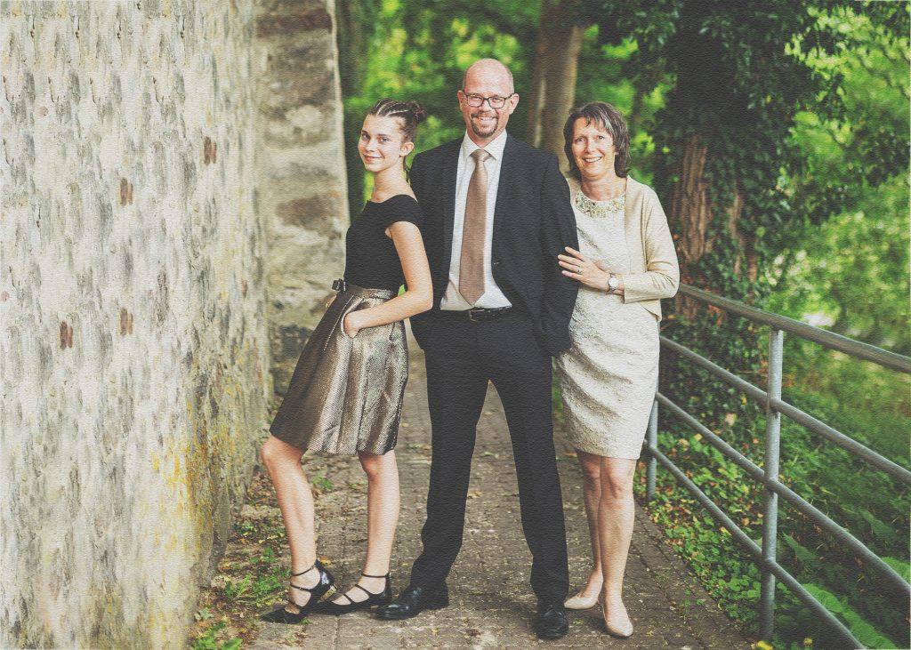 Konfirmandin mit Eltern