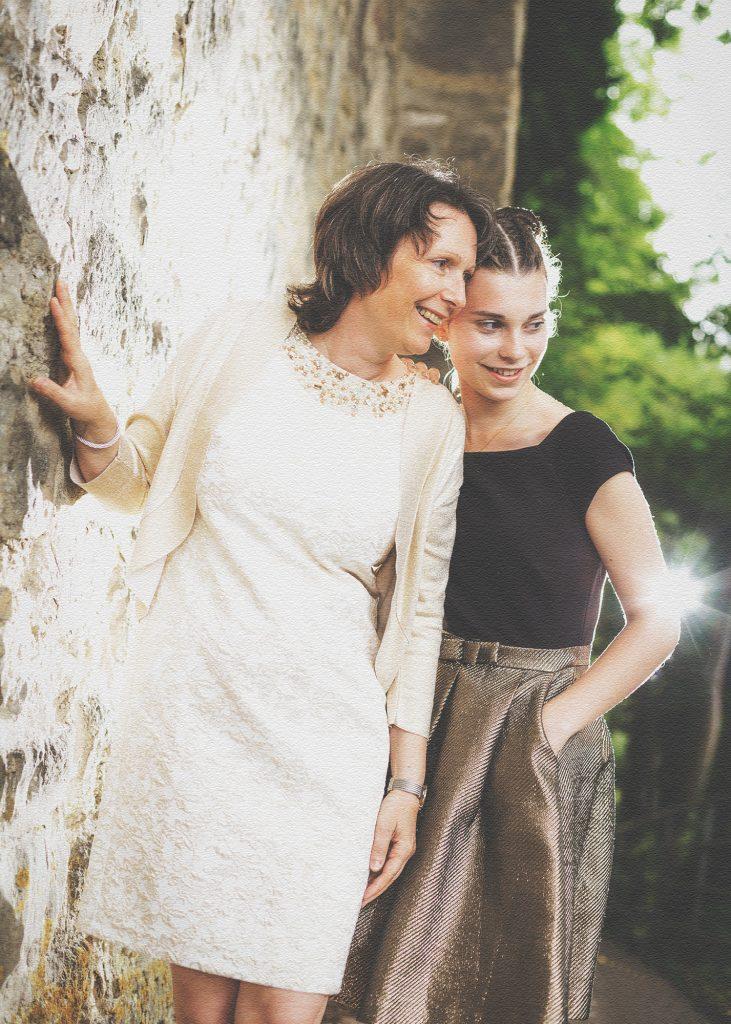 Mutter und Tochter anlässlich der Konfirmation