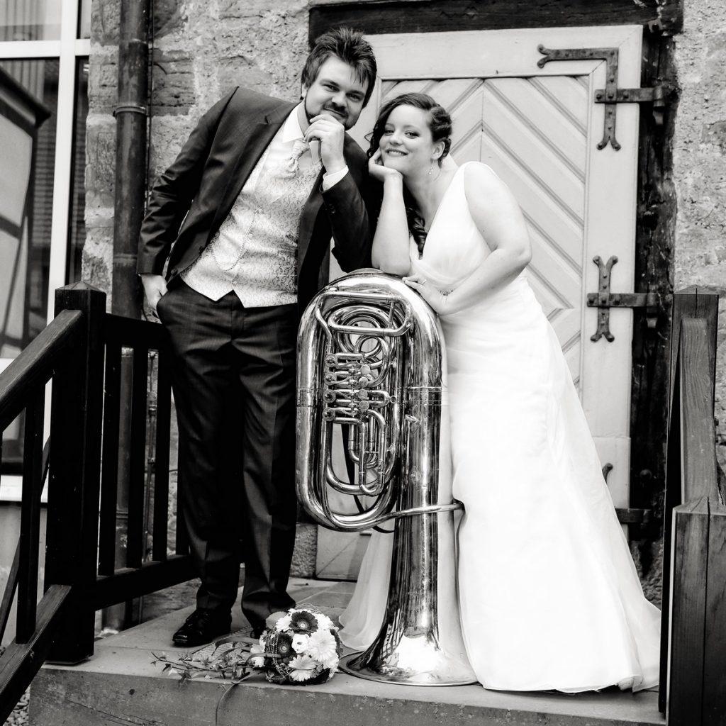 Brautpaar mit Tuba