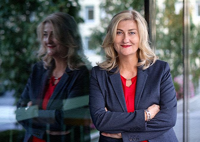 Businessportrait einer Frau am Bürgerhaus in Bad Arolsen