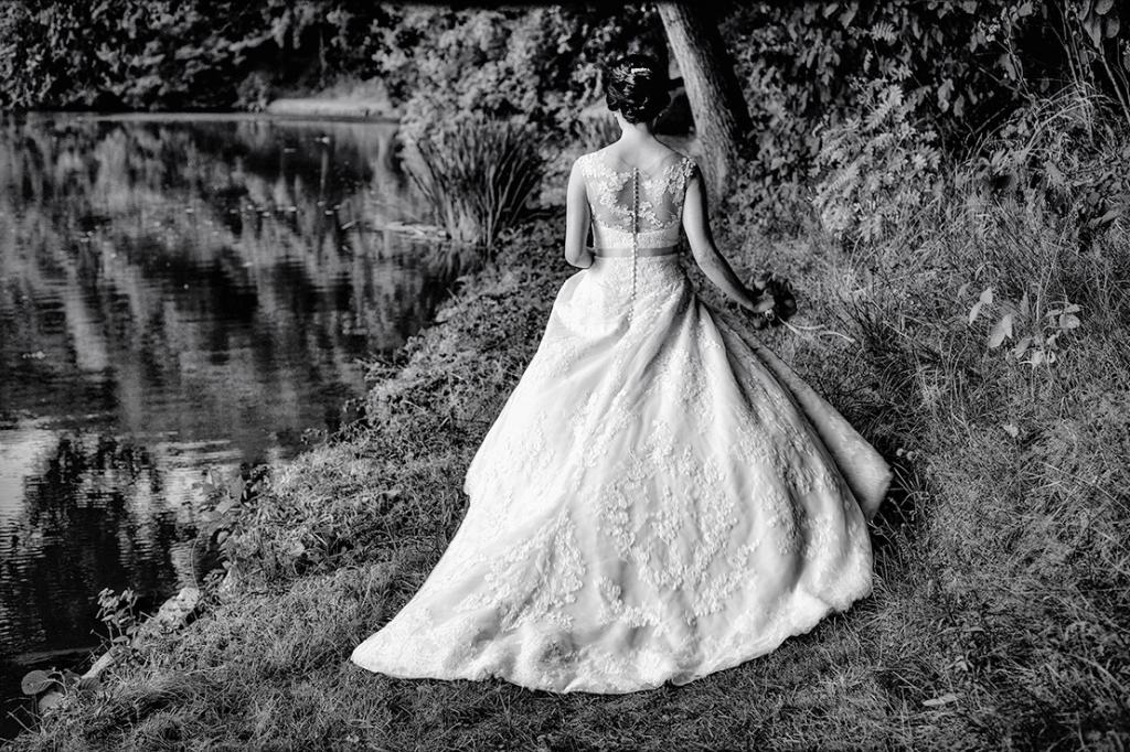 Braut am See Schwarz Weißa