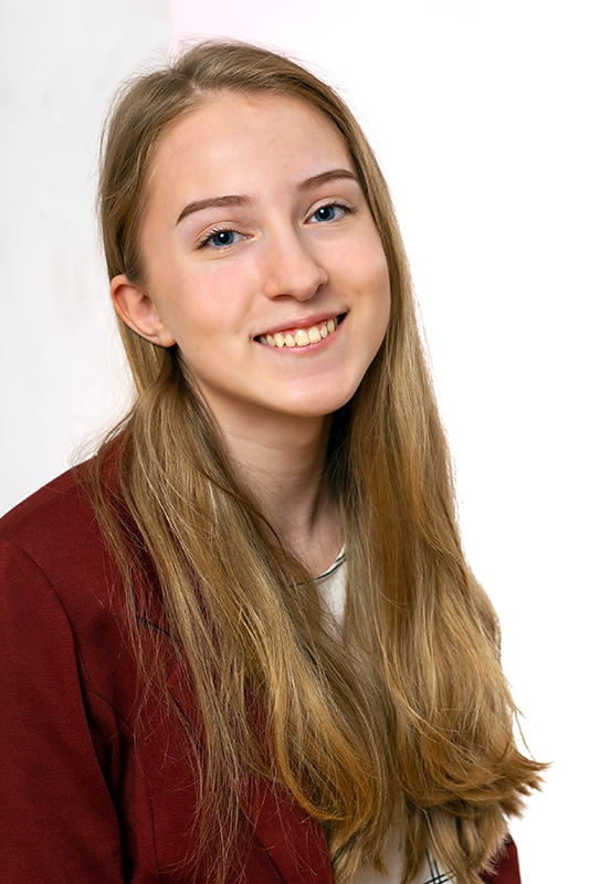 Bewerbungsbild einer jungen Frau für einen Ausbildungsplatz