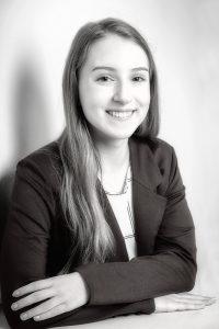 Bewerbungsfoto für eine Ausbildungsstelle als Bankkauffrau in schwarz/weiß
