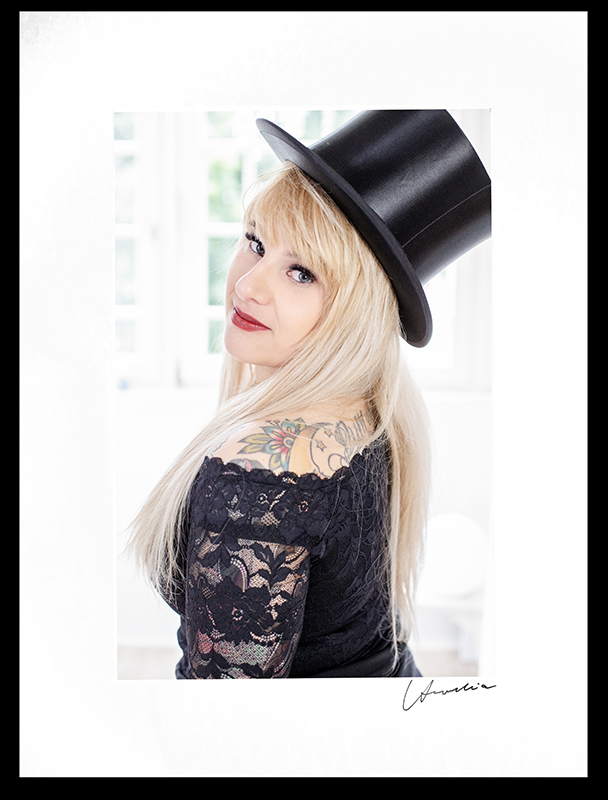 Portraitfoto im Fotostudio Bad Arolsen einer blonden Frau