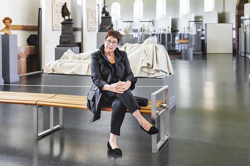 Künstlerportrait einer Museumsdirektorin im Rauch-Museum in Bad Arolsen
